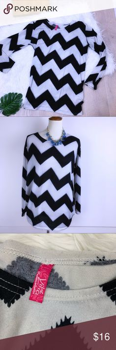 aac88b53eef97  Vilia  Chevron black and white top  M2291  Vilia  Chevron black and