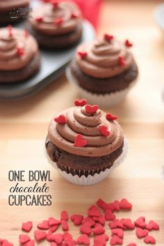 Easy to make, One Bowl Chocolate Cupcakes are made using only a wooden spoon and one bowl! So much chocolate goodness in every bite! Cupcake Recipes, Baking Recipes, Cupcake Cakes, Dessert Recipes, Rose Cupcake, Picnic Recipes, Recipes Dinner, Chocolate Cupcakes, Chocolate Desserts