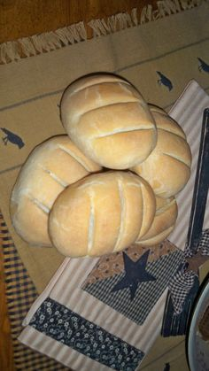 1000 images about crafts fake food on pinterest for Artificial bread decoration