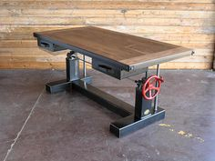 French Industrial Adjustable Height Desk - Vintage work Table - Future home ideas - Indusrtial Design Retro Industrial, Industrial Wall Art, Industrial Style Furniture, French Industrial, Industrial Office, Sit Stand Desk, Adjustable Height Desk, Wooden Tops, Metal Trim