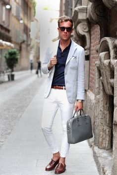 Dark blueshirt, white pants..I may need this outfit myself!