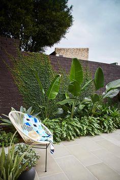 tropical garden The Balcony Garden on - gardencare Tropical Backyard Landscaping, Tropical Garden Design, Backyard Garden Design, Outdoor Landscaping, Balcony Garden, Outdoor Gardens, Tropical Patio, Stone Landscaping, Modern Gardens