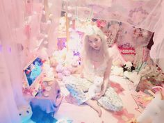 Kawaii fashion ~ j fashion ~ harajuku ~ gyaru ~ fairy kei ~ lolita fashion ~ gothic lolita ~ pastel goth ~ kawaii room ~ cute room design
