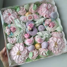 Frühling in einer Box! Meringue Pavlova, Meringue Desserts, Meringue Cookies, Cake Cookies, Easter Cookies, Christmas Cookies, Cakepops, Meringue Kisses, Pink Christmas