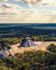 Absolutely love Mexico and its historical landmarks! Chichen Itza (in frame) was one of them Whats the most impressive landmark you visited? Machu Picchu, Mexican Gods, Wonderful Places, Beautiful Places, Chichen Itza Mexico, Taj Mahal, Cancun Vacation, Singles Holidays, Single Travel