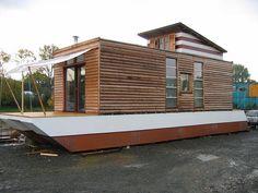 House Boat, http://www.dashausboot.de/ more photos — flickr.com/photos/wassermenschen/4000526853/in/photostream/lightbox