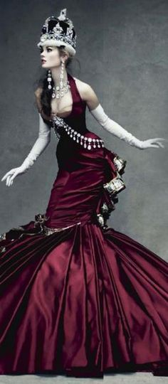 A gorgeus alice un wonderland's red queen( Photo by Patrick Demarchelier)                                                                                                                                                                                 More