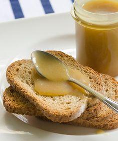 Ένα αρωματικό γλυκό βούτυρο για το πρωινό μας με θρεπτικά στοιχεία λόγω του μελιού που περιέχει. Greek Dishes, Greek Recipes, Fun Desserts, Panna Cotta, French Toast, Recipies, Deserts, Easy Meals, Food And Drink