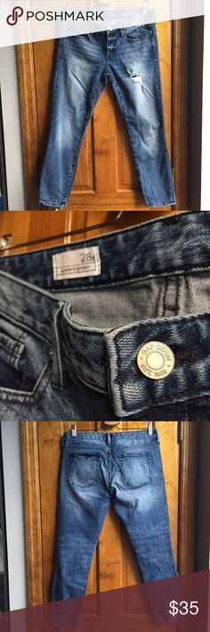 """30%OFF BUNDLES GAP Always Skinny Jeans EUC Waist:16"""" Inseam:25"""" All measurements are taken with the item laid flat.  Excellent Used Condition Fit:Skinny ankle. True to size. Material:See photos Color:Blue 30% off on bundles. I ship same-day from pet/smoke-free home.Buy with confidence.I am a top seller with close to 700 5-star ratings and A LOT of love notes.Check them out!😊😎 GAP Jeans Skinny"""