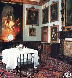 Downton Abbey and Highclere Castle interiors - dining room | www.myLusciousLife.com