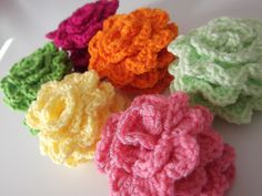 Apple Blossom Dreams: C. Granny Rose Week of 5 --- Crochet rose worked in the round Knitted Flowers, Crochet Flower Patterns, Crochet Motif, Crochet Hooks, Knit Crochet, Crochet Stitches, Crochet Appliques, Crochet Crafts, Yarn Crafts