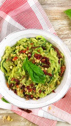 This rich and flavorful zucchini noodle bowl is creamy, gluten-free, and vegan. This rich and flavorful zucchini noodle bowl is creamy, gluten-free, and vegan. Raw Food Recipes, Veggie Recipes, Vegetarian Recipes, Cooking Recipes, Healthy Recipes, Clean Eating, Healthy Eating, Avocado Pesto, Zoodle Recipes