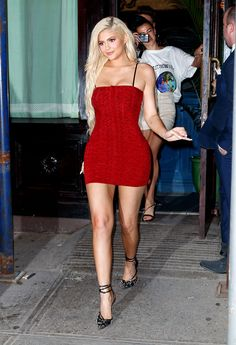 Kylie Jenner wears a tight little red dress in New York. HollywoodLife - Red Dresses - Ideas of Red Dresses Kylie Jenner Legs, Kylie Jenner 2014, Trajes Kylie Jenner, Estilo Kylie Jenner, Kylie Jenner Style, Kendall Jenner Outfits, Kylie Jenner In Bikini, Kyle Jenner, Kardashian