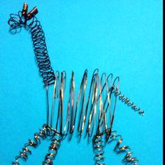 DIY wire giraffe 3D wall art Wire Wall Art, 3d Wall Art, Art For Kids, Kid Art, Metal Working, Giraffe, 3 D, Street Art, Arts And Crafts