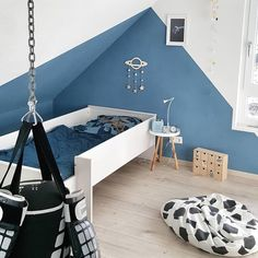 Nursery Decorating Ideas – Baby Room Design For Chic Parent – Best Home Ideas and Inspiration Wand Dachschräge Kinderzimmer Baby Room Diy, Baby Bedroom, Youth Rooms, Kids Wall Murals, Nursery Wall Decals, Classic Furniture, Girl Room, Home Remodeling, Home Decor