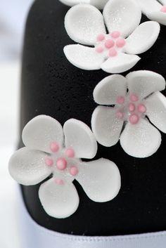 White Blossom Mini Cake