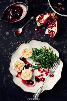 Almond, Pomegranate, & Fried Goat Cheese Salad with Balsamic-Cranberry Sauce | Kwestia Smaku