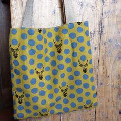 Tote bag tissu japonais cerf à lunettes jaune moutarde via Vanille et Vega. Click on the image to see more!
