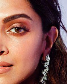 Dipika Padukone, Deepika Padukone Style, Pearl Earrings, Drop Earrings, Close Up, Erotic, Beauty, Beautiful, Bollywood