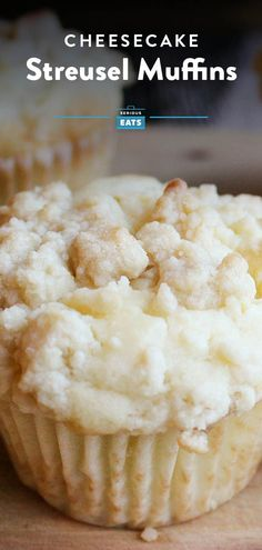 Cheesecake Streusel Muffins These muffins deliver the flavor of sweet and lemony cheesecake in a quick and easy breakfast sweet Food Cakes, Cupcake Cakes, Muffin Recipes, Baking Recipes, Cheesecake Recipes, Dessert Recipes, Recipes Dinner, Streusel Muffins, Mini Muffins