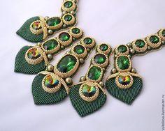 Купить Колье Маюраттам (Majurattam) - тёмно-зелёный, золотой, колье, Вышивка бисером, кристаллы сваровски
