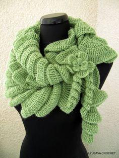 Hey, diesen tollen Etsy-Artikel fand ich bei https://www.etsy.com/de/listing/95649909/crochet-pattern-ruffle-scarf-with-flower