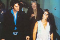 {*Elvis his dad Vernon in the background & Priscilla. Looks like Elvis & Priscilla hads some words here by the way they look :/. Elvis Presley Priscilla, Elvis Presley Family, Elvis Presley Photos, Lisa Marie Presley, Elvis Quotes, The Way He Looks, Famous Couples, Memphis Tennessee, Now And Forever