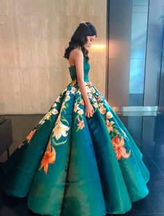 Graduation Ball Dress Source by themindcircle Ball dresses Ball Dresses, Sexy Dresses, Ball Gowns, Prom Dresses, Quinceanera Dresses, Evening Dresses, Formal Dresses, Graduation Ball Dress, Graduation Outfits