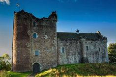 Castle Leoch (Outlander Set) Doune Castle , Scotland. Tweeted by Matt Roberts (Outlander writer)