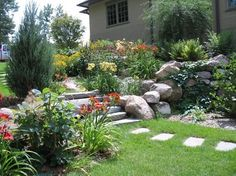 Side Yard Access - traditional - landscape - minneapolis - Landscape Renovations Inc. Side Yard Landscaping, Hillside Landscaping, Landscaping Ideas, Garden Front Of House, House Front, Residential Landscaping, Traditional Landscape, Landscape Design, Patio