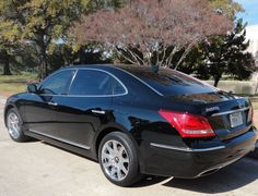Dallas and Fort Worth area limousine service in DFW. Limo service, party bus service, corporate sedans. We have sedans and limos in black and white. 214-351-7000 or www.premierofdallas.com