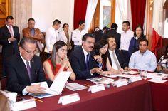 En reunión de trabajo con legisladores locales, el titular de la dependencia, Ricardo Luna, presenta los resultados de las acciones emprendidas para frenar el deterioro de los ecosistemas, como el ...
