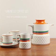 Vintage Van Nelle coffee or tea set  Made by by 98eVintage on Etsy, €50.00