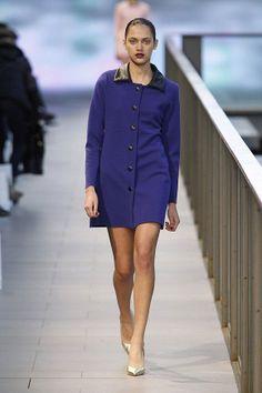 Vestido corto de color azul marino estilo militar en el 080 Barcelona Fashion #trend #fashion #catwalk #Barcelona #Naulover #fall #winter #2015
