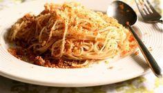 Spaghetti con acciughe e mollica di pane avanzato
