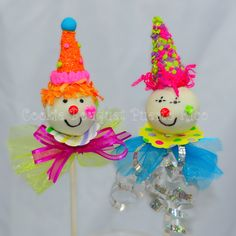 @Kris Schmitz, will you make these for me?!?! :) Circus Clowns Cake Pops!!