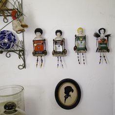 Spice tin dolls Altered Tins, Altered Art, Arte Robot, Spice Tins, Little Presents, Tin Art, Found Object Art, Paperclay, Assemblage Art