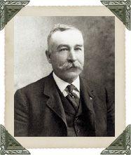 ARTHUR O. NORTON (1845-1919)  Natif de Kinsgcroft (un hameau de la municipalité de Barnston-Ouest), Arthur Norton a fait carrière dans le temps de la construction du chemin de fer de Coaticook alors qu'il fabriquait des crics qui facilitaient le maniement des trains sur les rails. En 1913, Arthur Norton s'est fait construire une grande maison, alors qu'il était âgé de 68 ans. Cette maison abrite aujourd'hui le musée Beaulne.