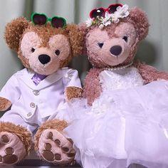 ❁ 作った(作ってもらった)もの⑥ 国内披露宴用ウェルカムベア ダッフィー&シェリーメイ * なんと!親友ちゃんが ハワイ挙式で着た衣装を再現してくれました☺ * 写真では伝わらない 高クオリティーで大感激✨ ❁ #結婚式 #披露宴 #ブライダル #ウェディング  #ウェルカムベア #ウェルカムドール #手作り衣装  #ダッフィー #シェリーメイ #ミカwedding  #プレ花嫁 #プレ花嫁卒業