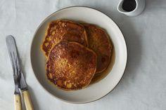Vegan Pumpkin Pancakes, Pancakes And Waffles, Healthy Pumpkin, Making Pancakes, Easy Banana Pancake Recipe, Vegan Recipes, Cooking Recipes, Fall Recipes, Vegan Dishes