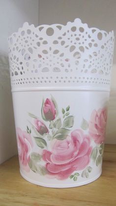 A pretty lace edge adds to this tidy bin painted by Deb Wake (Australia).