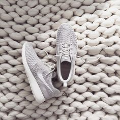 love these gray sneakers Nike Air Max For Women, Nike Women, Nike Free Shoes, Nike Shoes, Grey Sneakers, Adidas Sneakers, Nike Roshe Flyknit, Roshe Shoes, Rubber Shoes