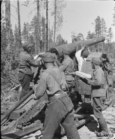 Finnish artillery 155 K 77 Finns used them with a 43.6 kg shell with a 5.7 kg explosive charge, attaining a range of 12.3 km Crew is preparing their gun to give firing support for the advancing infantry during their fight on the Sohjana 1941.07.20