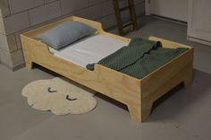 Kinderbed van underlayment | stoer juniorbed | kinderkamer inspiratie | minimalistisch wonen | vanstoerhout