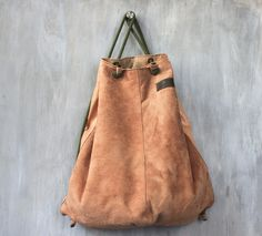 Lachsfarbener Lederrucksack für den Alltag / leather backpack for daily life made by Meyburg via DaWanda.com