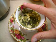 Tea Leaf Divination: How to read tea leaves - a walk through tutorial with a handy list of meaning to help you read your tea leaf Tea Leaf Reading Symbols, Reading Tea Leaves, Tea Reading, Moon Facts, Ladies Who Lunch, Kitchen Witchery, Tarot Card Meanings, Matcha Green Tea, Pagan