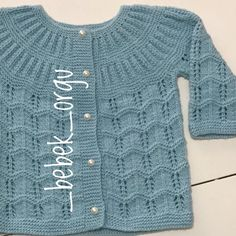 Sweater Knitting Patterns, Knitting Stitches, Hand Knitting, Baby Cardigan, Knit Cardigan, Designer Party Wear Dresses, Free Baby Stuff, Baby Sweaters, Baby Crafts