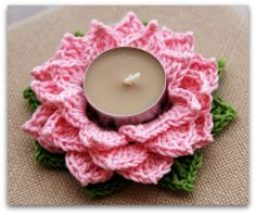 Lotus tealight holder // free pattern on Raverly @http://www.ravelry.com/patterns/library/tealight-lotus
