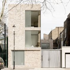 Cheyne Walk Home / Feilden Clegg Bradley Studios - elegant facade Architecture Design, Residential Architecture, Contemporary Architecture, Contemporary Homes, Modern Homes, Brick Facade, Facade House, Small Buildings, Design Moderne