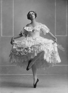 Tamara Karsavina as Columbine in Carnaval, 1919. Photo: Bassano